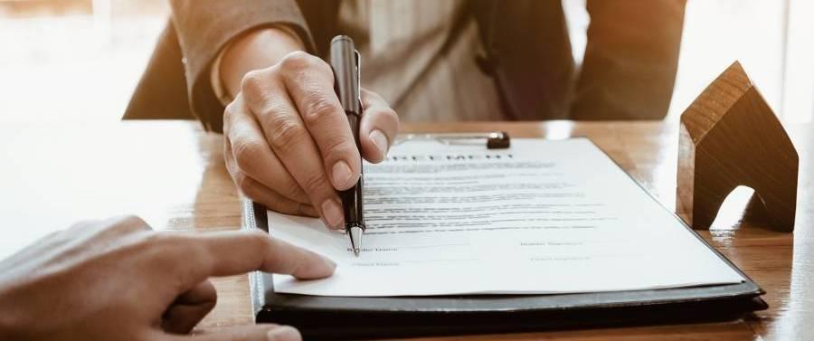 Подача заявления в суд на банк приставы имеют право арестовать кредитный счет